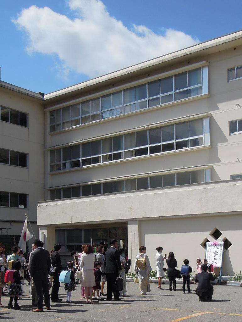 入学式の記念撮影の風景