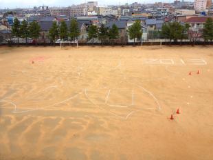 金沢市立伏見台小学校創立40周年記念モザイク画の航空撮影